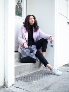 pink oversize coat black suit pants edited turtleneck monochrome streetstyle colourblocking rosa mantel winterlook asics gel lyte III girls look tahti bags blogger modeblog berlin  samieze-15