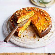 De combi van polenta met sinaasappel is super in deze cake.Bekijk hier de video hoe je stap voor stap deze cake maakt 1 Doe de sinaasappel en citroen in een pan water. Breng aan de kook en laat afgedekt 1½ uur zachtjes koken. Giet het fruit...