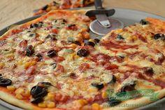 Reteta blat pizza - Bucataresele Vesele Pizza Recipes, Diet Recipes, Cooking Recipes, Focaccia Bread Recipe, Good Food, Yummy Food, Romanian Food, 30 Minute Meals, Vegetable Pizza