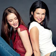 Alexis Bledel and Lauren Graham - Gilmore Girls--all-time favorite show Lauren Graham, Rory Gilmore, Stars Hollow, Alexis Bledel, Fair Weather Friends, Glimore Girls, Carole King, Every Girl, Cosplay