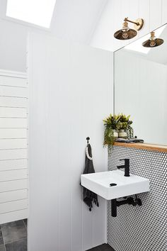 Black and White Bathroom with Natural Accents / AdoreMag