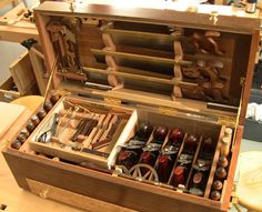 Traditional woodworking tool chest from a Roy Underhill class at the Woodwright's school. Antique Woodworking Tools, Antique Tools, Woodworking For Kids, Old Tools, Woodworking Projects, Vintage Tools, Woodworking Shop, Welding Projects, Woodworking Bench
