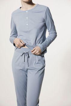 håndværk | Perfect Basics. | Loungewear — curated by ajaedmond.com | capsule wardrobe | minimal chic | minimalist style | minimalist fashion | minimalist wardrobe | back to basics fashion