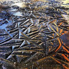 Glace et géométrie dans l'Oregon, aux USA on dirait vraiment une peinture abstraite ..