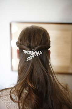 Best Ideas For Wedding Hairstyles : Photo: Belathee Photography Best Wedding Hairstyles, Pretty Hairstyles, Sombre Hair, Mod Wedding, Trendy Wedding, Bridal Updo, Hair Photo, Bridal Hair Accessories, Bridal Looks