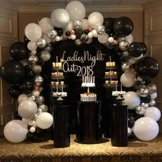 No photo description available. Adult Birthday Party, 30th Birthday Parties, 60th Birthday, Birthday Party Decorations, Gateau Baby Shower, Gold Party, Balloon Decorations, Party Planning, Balloons