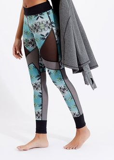 High-stretch, sculpting and so soft. Have you tried summer's must-have printed leggings.