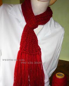 Cachecol vermelho de tear de tricô