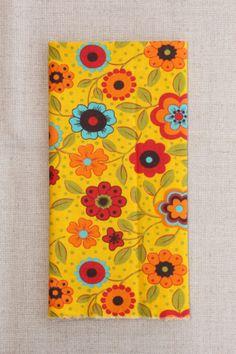 NA084 fundo amarelo flores grandes - As cores dos produtos podem sofrer pequenas variações em função do monitor. - produtos com este tecido: https://www.facebook.com/photo.php?fbid=299362380229198&set=pb.268537659978337.-2207520000.1402081997.&type=3&theater https://www.facebook.com/photo.php?fbid=299362363562533&set=pb.268537659978337.-2207520000.1402081997.&type=3&theater