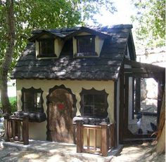 """Amazing Playhouse Style Chicken Coop. If Only I could get this for my """"girls""""!"""