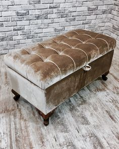 10 Classic Leather Ottomans - Add Versatile For Your Room Space Furniture, Upholstered Sofa, Ottoman Decor, Tufted Furniture, Upholstered Furniture, Home Decor, Bedroom Decor, Furniture Design, Home Decor Furniture