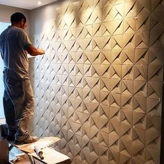 Going up the stairs. This displays modularity because its an architecture that continues to use the same material and shape to create its design Wall Texture Patterns, Wall Patterns, Tv Wall Design, Ceiling Design, 3d Wandplatten, Tv Wanddekor, Panneau Mural 3d, Tv Wall Decor, 3d Wall Panels