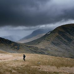 Throwback to the time @euanparnell and I walked up Ben Lui. Hope you all have a great weekend. #highlandcollective