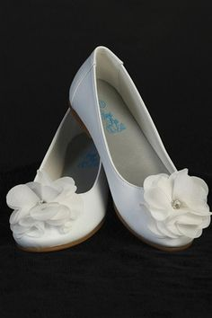 Youth Girls White Dress Shoes Flats Fabric Flower & Rhinestone First Communion in Clothing, Shoes & Accessories White Dress Shoes, Girls White Dress, Slip On Dress Shoes, White Flats, First Communion Shoes, Holy Communion Dresses, Girls Flats, Ballet Girls, Flower Girl Shoes