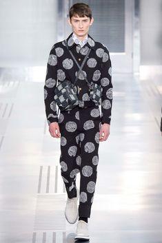 Kim Jones presented his Fall/Winter 2015 collection for Louis Vuitton during Paris Fashion Week. Fashion Week, High Fashion, Fashion Show, Mens Fashion, Fashion Design, Paris Fashion, Vogue Paris, Louis Vuitton, Lv Men