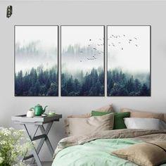 Idées déco sobre et tout en élégance. Un ensemble de trois toiles représentant un paysage de foret sauvage.