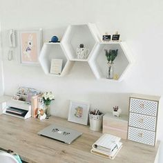 7 Apartmentdekorationen und kleine Wohnzimmerideen 7 Apartment Decorations and Small Living Room Ideas Admirable minimalist apartment decor ideas Home Office Design, Home Office Decor, Easy Home Decor, Cheap Home Decor, Home Decoration, Small Office Decor, Feminine Office Decor, Work Desk Decor, Cute Desk Decor