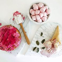 Do we love marble? You can bag these beauties over in The Life Creative Shop with free shipping. Happy Sunday night  Link to the shop is in my profile. Enjoy! #marble #marbledstone #marbledecor #marbledecoration #marblehome #marblehomewares #bakingideas #foodtrays #foodporn #marbleslab #marblecake Image via @allegra_stone by tlifecreative