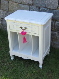 Mesa ratona blanca reciclada