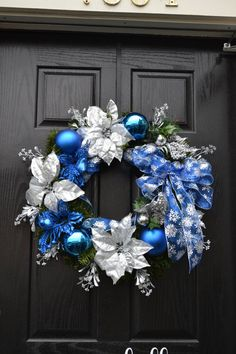 Christmas 2019 : Silver and blue Christmas decoration Christmas Advent Wreath, Blue Christmas Decor, Christmas Fireplace, Christmas Decorations For The Home, Xmas Wreaths, Christmas Door, Christmas 2019, Christmas Tree Decorations, Christmas Crafts