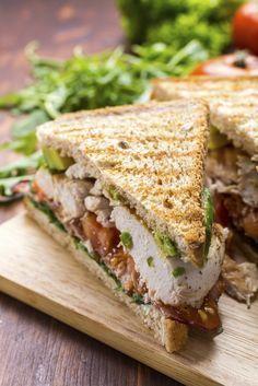 Chicken - bacon - avocado club sandwich - www. Bacon Avocado, Avocado Chicken, Pesto Chicken, Chicken Bacon, Grilled Chicken, Avocado Toast, Food Porn, Food Network Canada, Low Sodium Recipes