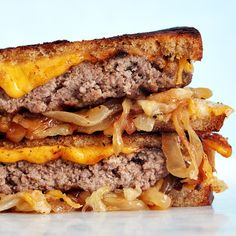 5 Steps to Making the Best Patty Melt of All Time There's a wrong way to make a patty melt. Sandwich Theory will help you avoid the pitfalls. Tofu Recipes, Healthy Dinner Recipes, Cooking Recipes, Hamburger Recipes, Soup And Sandwich, Sandwich Recipes, Chicken Sandwich, Vietnamese Sandwich, Recipes