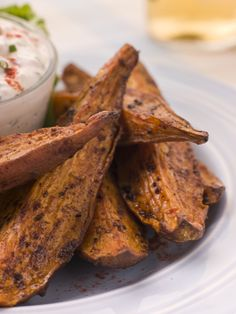 Healthy Alternative to French Fries: Spicy Sweet Potato Wedges Potatoe Skins Recipe, Sweet Potato Skins, Sweet Potato Wedges, Best Appetizer Recipes, Yummy Appetizers, Party Appetizers, Twice Baked Sweet Potatoes, Healthy Superbowl Snacks, Food Shows