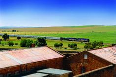 O trem Indian Pacific cruza a Austrália de costa a costa, entre Sydney e Perth, em uma viagem de quatro dias (foto: Divulgação)