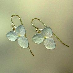 Hydrangea Drop Earrings, Sterling Silver Flowers, 18k Gold Earwires, Made to order door PatrickIrlaJewelry op Etsy https://www.etsy.com/nl/listing/60139646/hydrangea-drop-earrings-sterling-silver