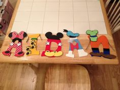 Mickey Mouse and Friends Themed Wooden Letters por CareCuts en Etsy Mickey Mouse Letters, Disney Letters, Mickey Mouse And Friends, Monkey First Birthday, Minnie Birthday, Disney Diy, Disney Crafts, Disney Canvas Paintings, Gabel