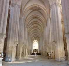 Gótico portugués. Nave central de la iglesia del Monasterio de Alcobaça. Cisterciense puro. Siglo XIII.