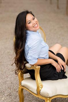 Ideas Photography Poses Women Chair Senior Pics For 2019 Chair Photography, Senior Portrait Photography, Photography Poses Women, Photography Props, Light Photography, Woman Photography, Family Photography, Portraits, Portrait Ideas
