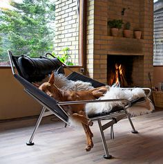 This fabulous lounge chair by PP Mobler is a modern, eclectic piece of furniture that will instantly become the focus of attention in any room. Characteristic for its unusual...