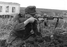 Soldado alemán con una PPsh-41.