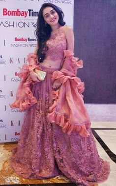 Indian Wedding Gowns, Indian Bridal Lehenga, Red Lehenga, Lehenga Choli, Stylish Dress Designs, Stylish Dresses, Fashion Dresses, Western Dresses, Indian Dresses