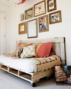 Thanks to wooden pallets, DIY Home storage and decor projects have never been easier! Get inspired with this list of 5 easy DIY pallet projects. Door Headboard, Pallet Daybed, Furniture, Repurposed Furniture, Home, Diy Daybed, Home Diy, Diy Pallet Bed, Home Decor