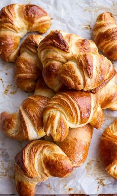 The French woman diet is full of flaky croissants and other delicious carbs. How does it work? One editor who normally eats  a low-FODMAP diet tried it out. Her results were very surprising
