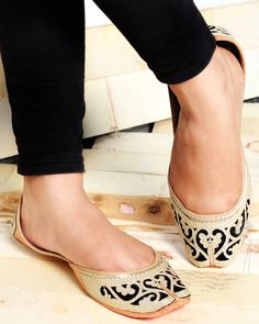 In this collection we have listed stylish, trendy party wear punjabi jutti design pictures for your inspiration. Hope you will like these shoes collection. Dress Shoes, Shoes Heels, High Heels, Indian Shoes, Women's Feet, Pretty Shoes, Shoe Closet, Shoe Collection, Wedding Shoes