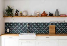 De keuken van Lynn en Martijn kreeg een make-over door een pvc-wandbekleding| Weer verliefd op je huis: aflevering 4, seizoen 8 | Make-over door: Wendy Verhaegh | Fotografie Barbara Kieboom
