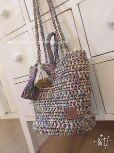 안녕하세요. 하늬입니다. 블로그는 조금씩이라도 매일 포스팅을 해야한다고 들었는데 쉽지 않네요. :) 미도... Knit Crochet, Crochet Bags, Design Crafts, Shoulder Bag, Knitting, Pattern, Handmade, Crochet Purses, Tricot