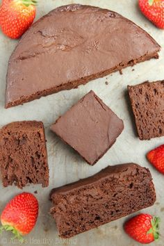 Skinny Slow Cooker Chocolate Fudge Cake is creamy chocolate goodness