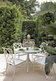 Outdoor Dining | Classic white table & chairs in a green on green garden setting