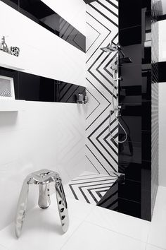 Black & white is always a good idea! Opp! glazed ceramic tiles (90x30 cm) and porcelain decorative tile Lines (60x60 cm)
