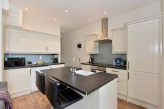 This great value property in Pimlico comes fully furnished and consists of an open plan kitchen.