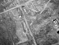 1974년 강남대로. 오른쪽 흰건물이 국기원. 윗쪽 사거리가 지금 교보문고 사거리. 아랫쪽이 강남역 사거리(보이진 않음).