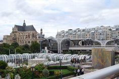 Los antiguos mercados centrales reconvertidos en punto de encuentro de la nueva vida comercial. París, septiembre 2009