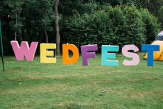 un, sand and festival frolics might well just sum up today's Brighton Pierside wedding! Festival Garden Party, Festival Themed Party, Festival Wedding, Diy Festival, Diy Party Decorations, Festival Decorations, Party Themes, Party Ideas, Marquee Wedding