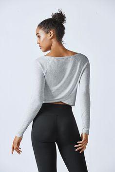 Der softe, coole Sweater im trendy Wickel-Design wird garantiert zu Deinem neuen Lieblingsteil. Trage ihn zum Sport oder im Alltag - den legeren Look willst Du