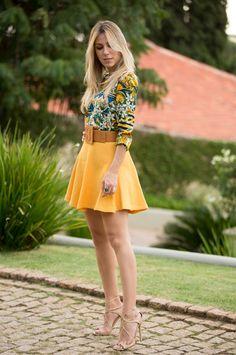 nati-vozza-look-amarelo-com-azul