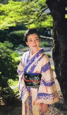 宮沢りえ/kimono I 💟 Japanese Girls Japanese Icon, Japanese Beauty, Japanese Girl, Traditioneller Kimono, Kimono Japan, Traditional Kimono, Traditional Dresses, Japanese Outfits, Japanese Fashion